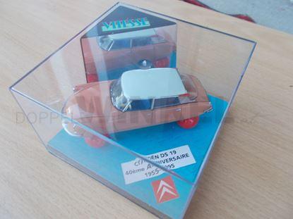 Bild von Modellauto DS auf Ballons